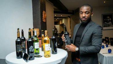 Photo de Un Gabonais fabriquant de vin de qualité à Bordeaux en France, son nom Alban BOUANGO