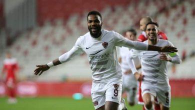 Photo de Football : Aaron Salem Boupendza bien mieux que Pierre Emerick Aubameyang
