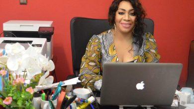 """Photo de Interview : Virginie Mounanga nous parle de l'usage du numérique au Gabon et des missions de l'agence de communication """"Blanc Cristal''"""